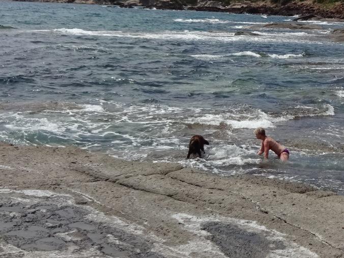 Russin och jag badar utanför Bosa